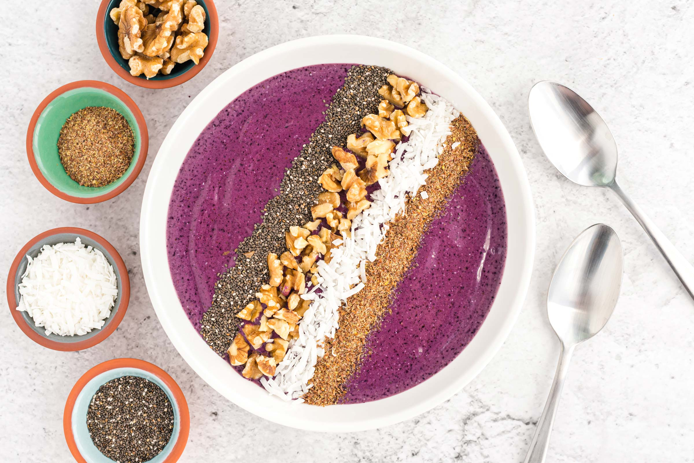 berry delicious omega 3 smoothie bowl