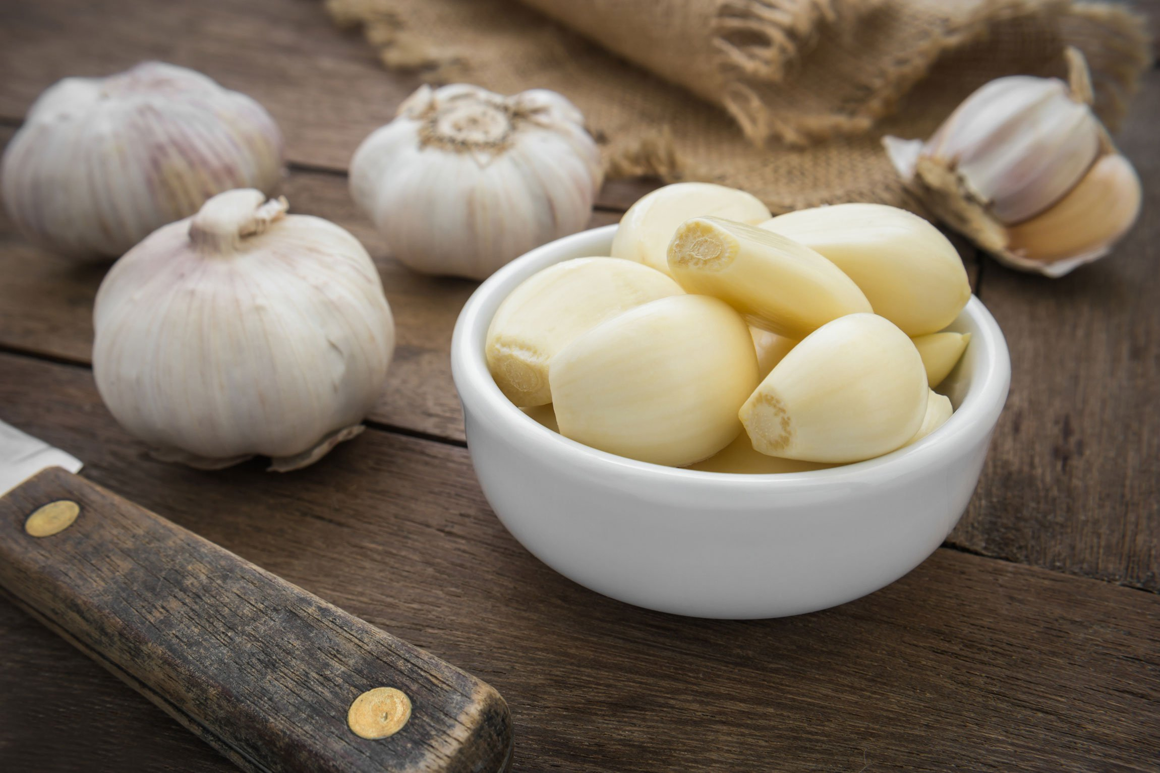 garlic bulbs, and skinned garlic cloves in a bowl