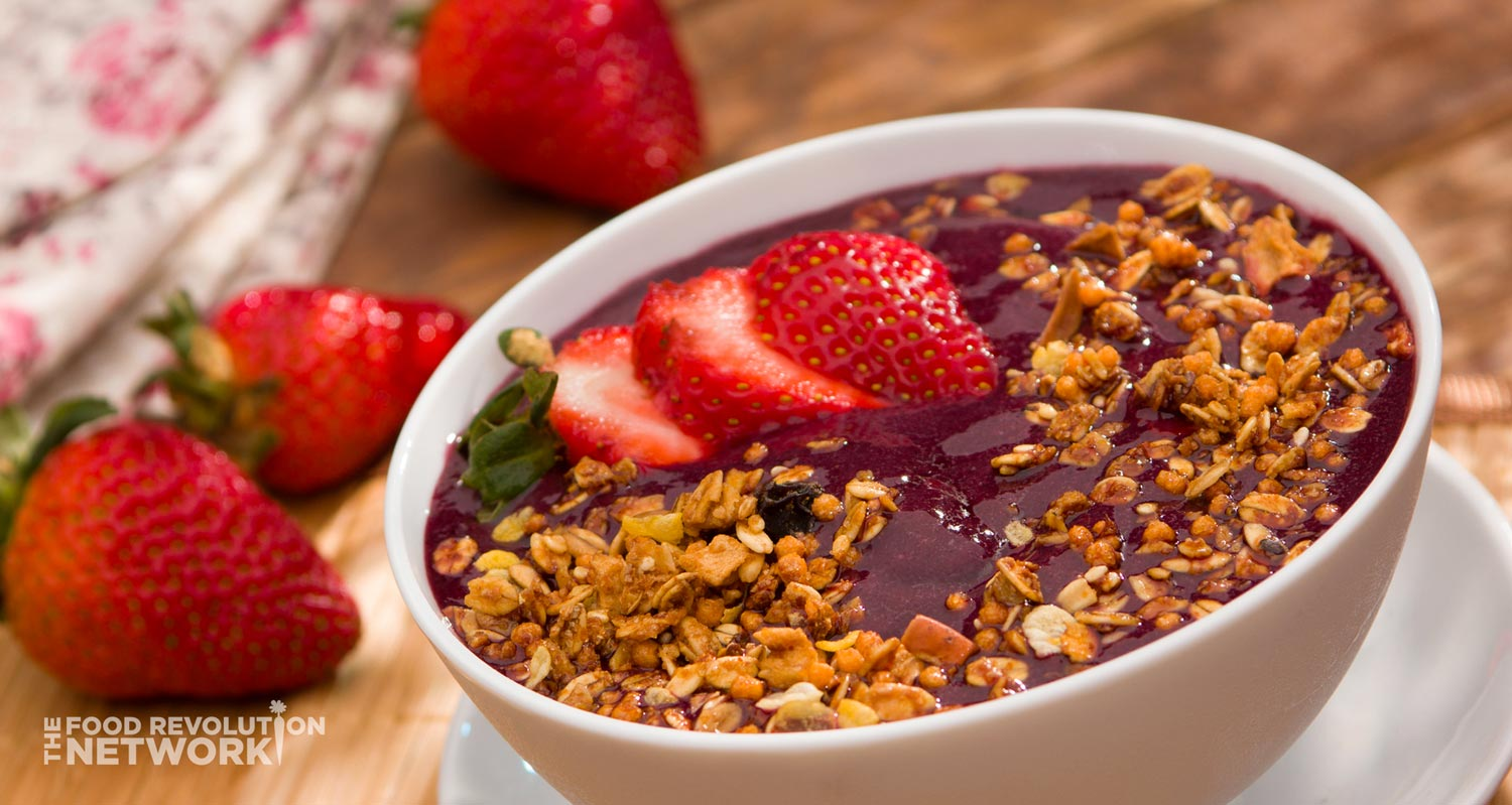 Anti-inflammatory diet: bowl of acai and grains