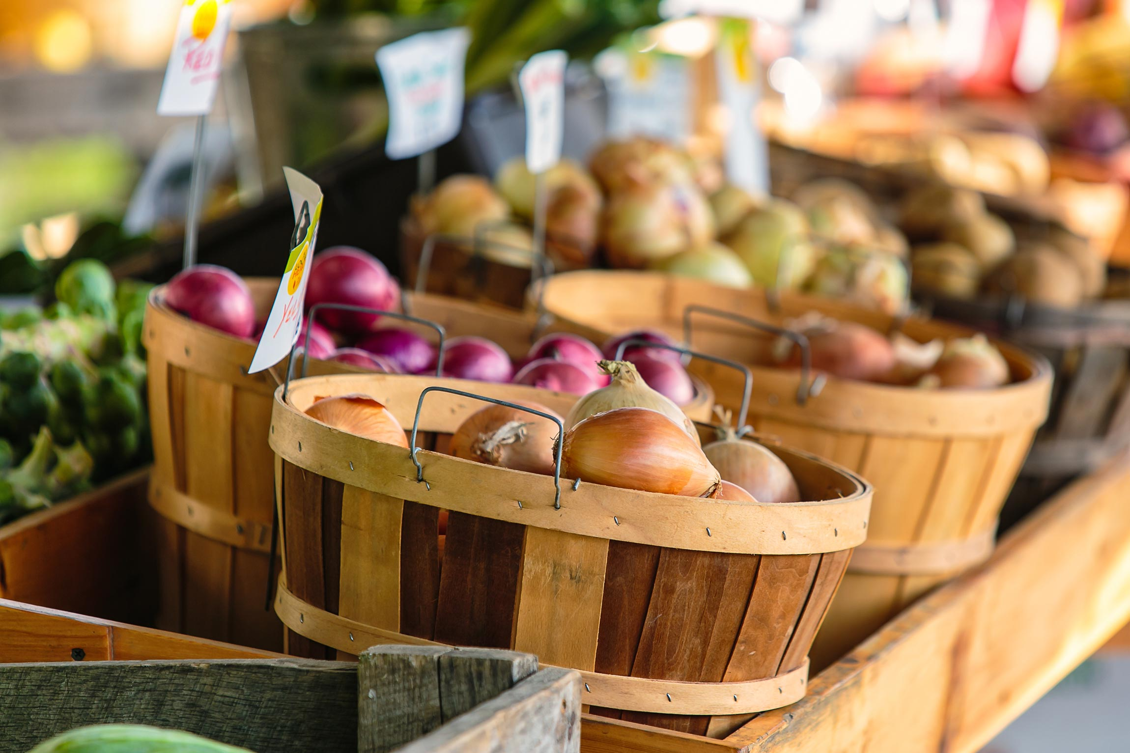 How to eat healthy on a budget: shop local
