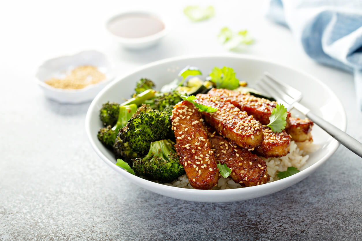 teriyaki tempeh with rice and vegetables