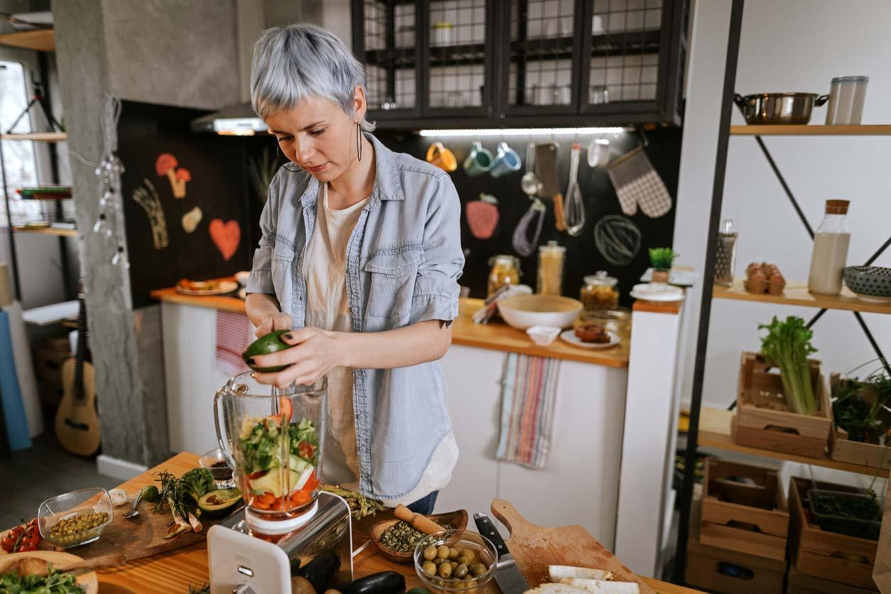 woman preparing smoothie in blender