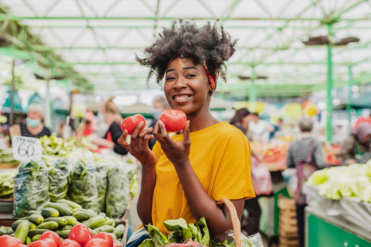 woman of color shopping in farmers market