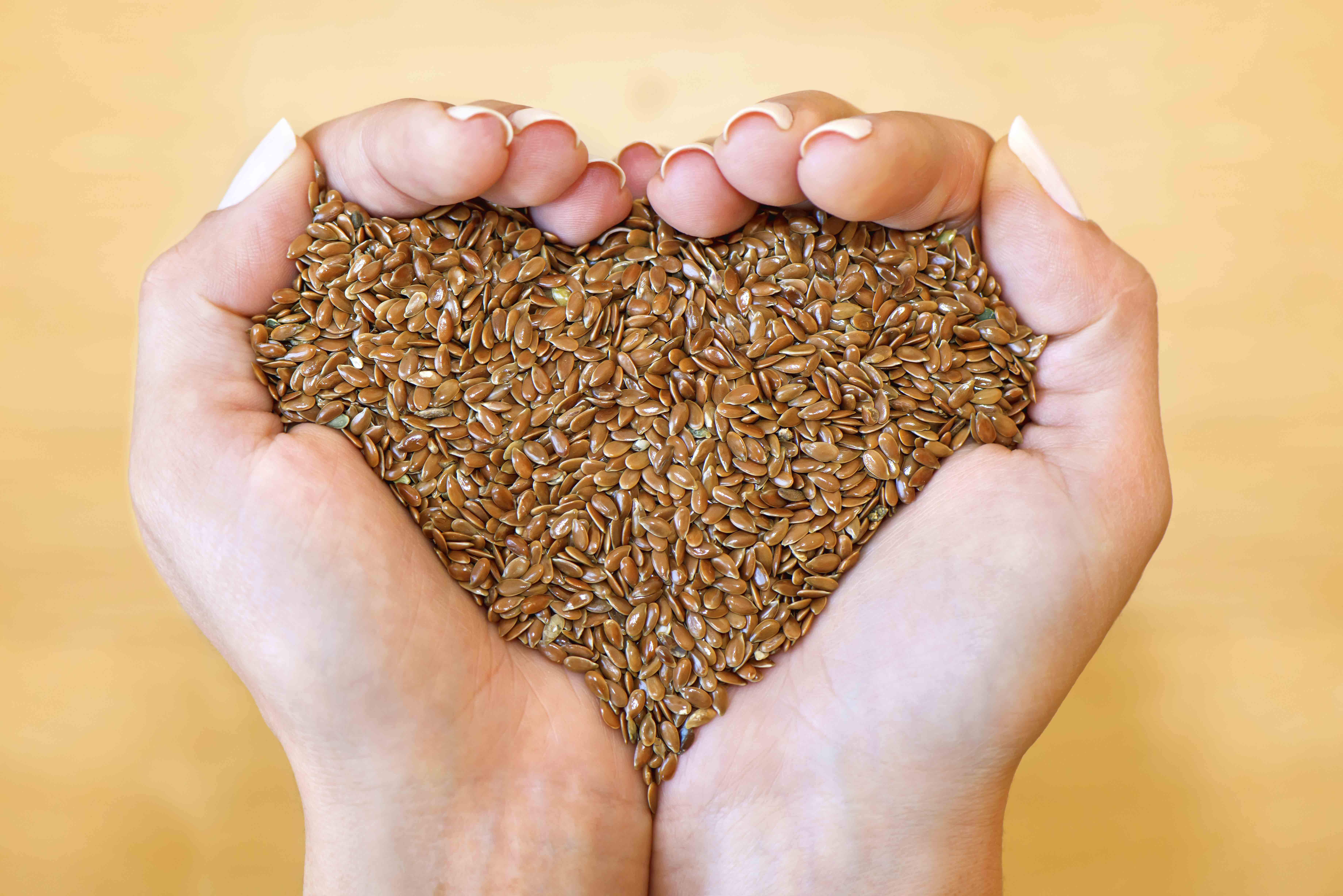 A handful of flax seeds