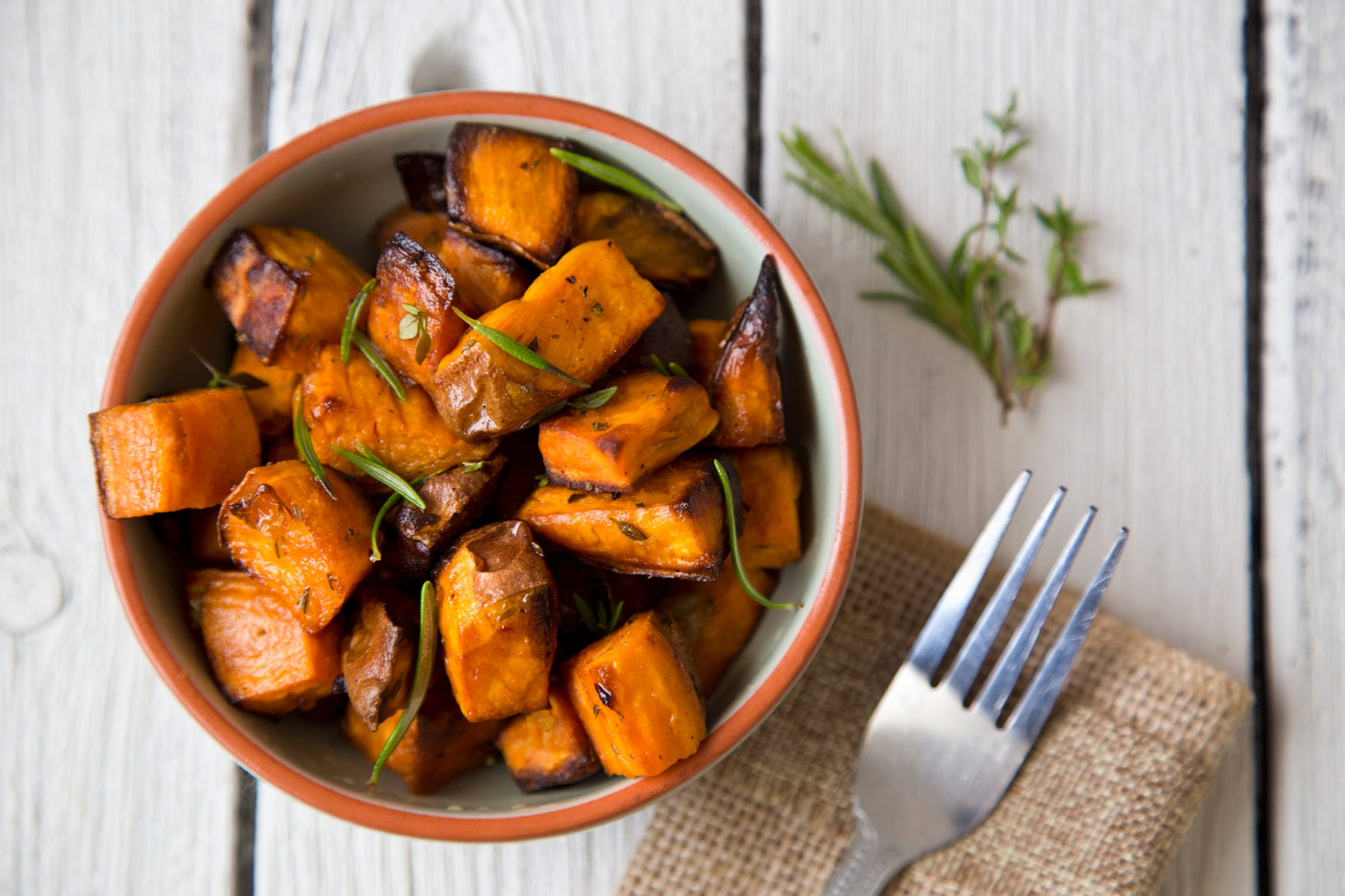 A bowl of roasted sweet potatoes.