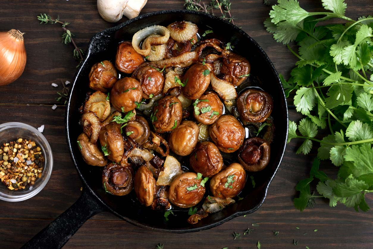 Pan-fried mushrooms and onions tapas