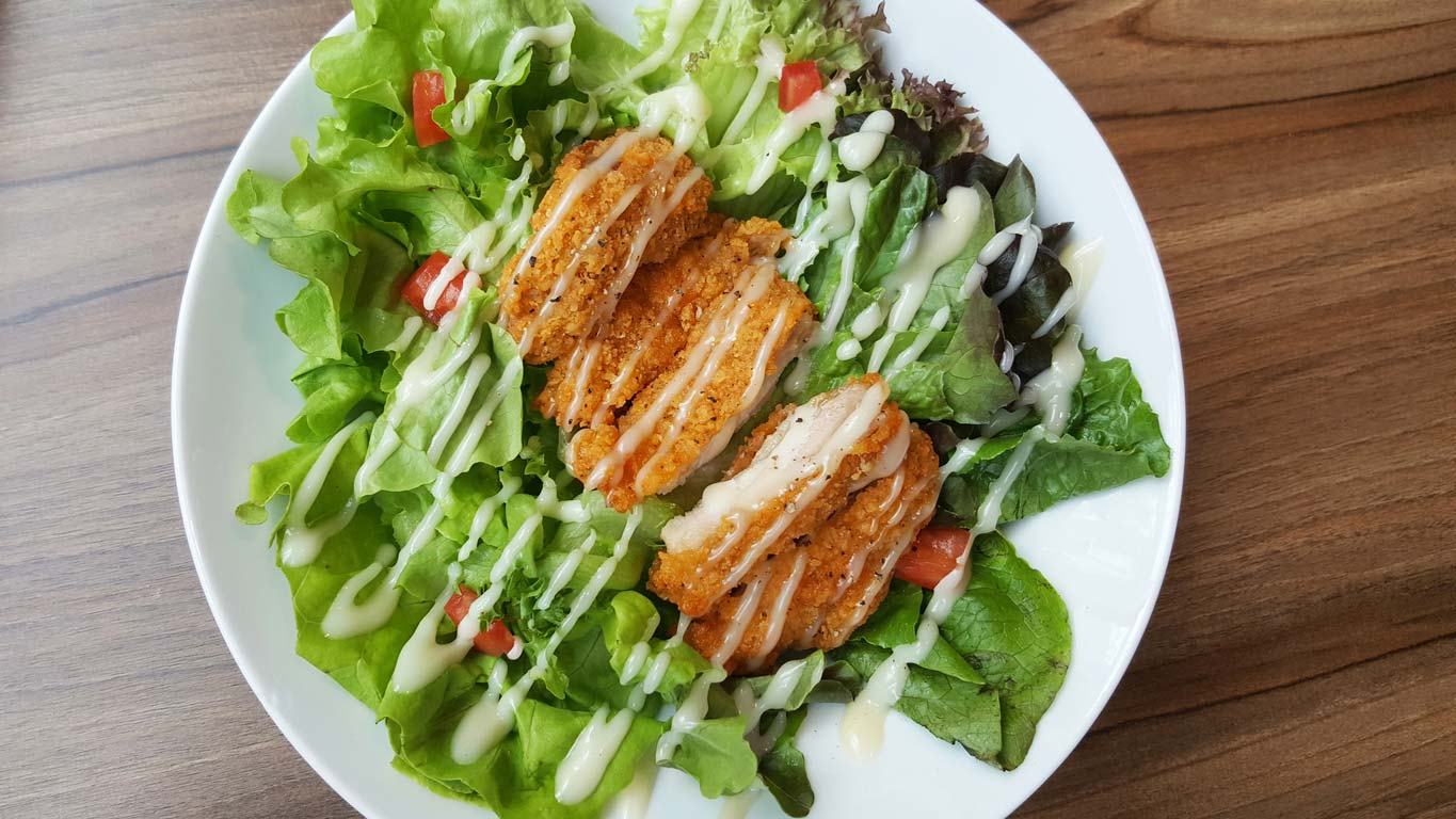 Fried chicken salad with ranch